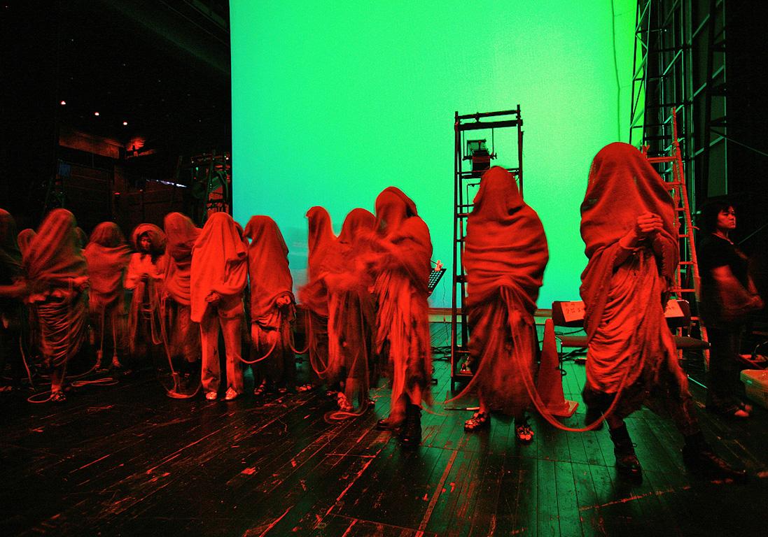 Chorus, Backstage, Tokio by Nikolaus Brade.