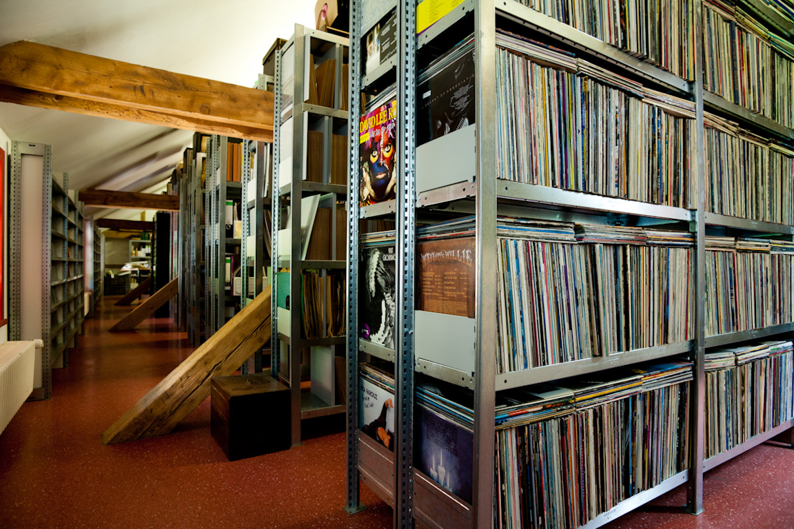 Inside Museum, Records by Nikolaus Brade.